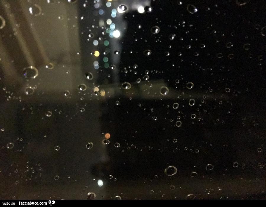 Gocce d 39 acqua sulla finestra for Finestra con gocce d acqua